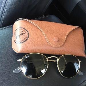 Ray van round glasses